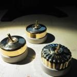 陶器の電気スイッチは存在感が凄い