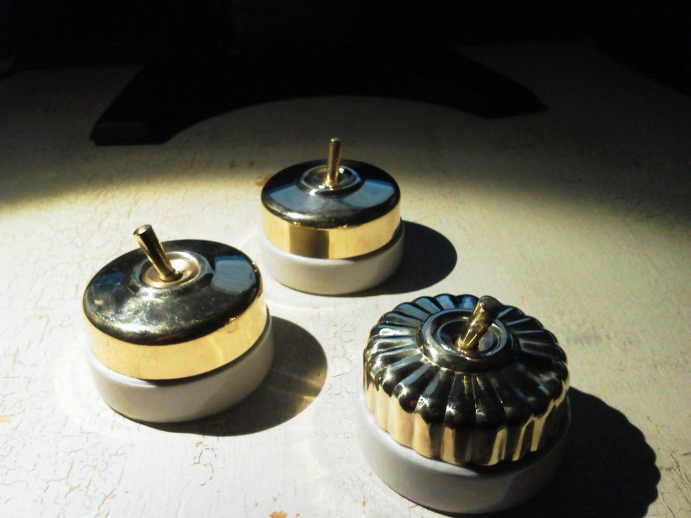陶器のアンティークスイッチ